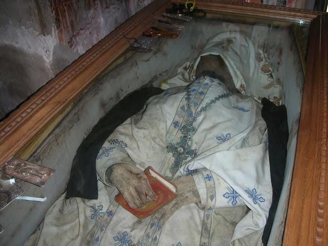 το σεπτό σκήνωμα του μακαριστού γέροντος πατρός Βησσαρίωνος του Αγαθωνίκου