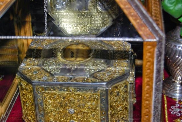 Η κάρα του Αγίου Χαραλάμπους του Ιερομάρτυρος και Θαυματουργού http://leipsanothiki.blogspot.be/