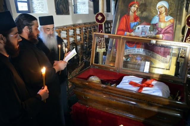 Η μεταφορά του αγίου λειψάνου της Αγίας Νεομάρτυρος Ακυλίνης ή Αγγελινής της Ζαγκλιβερινής, από τον τόπο ενταφιασμού της στον τόπο μαρτυρίου της 249 μετά.
